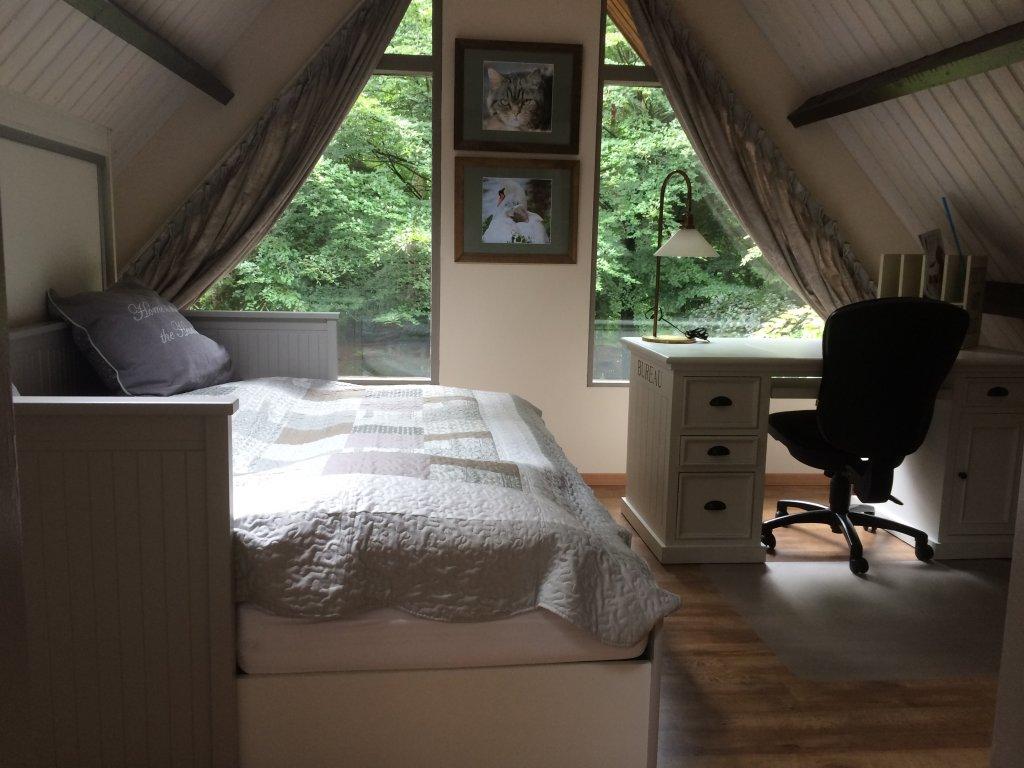 2nd Bedroom 1st floor, with view in the big garden